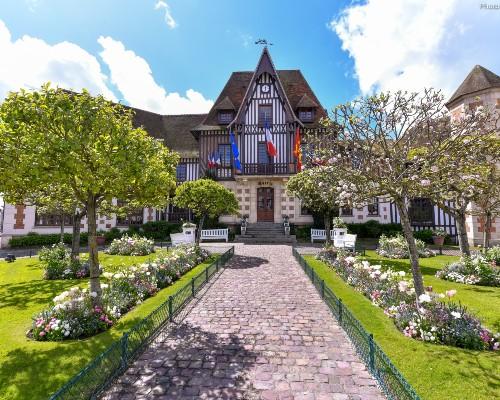 Deauville Hotel de Ville