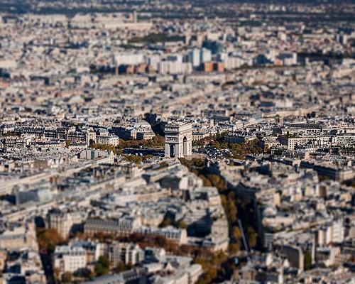 Arc de Triomphe Surrounding